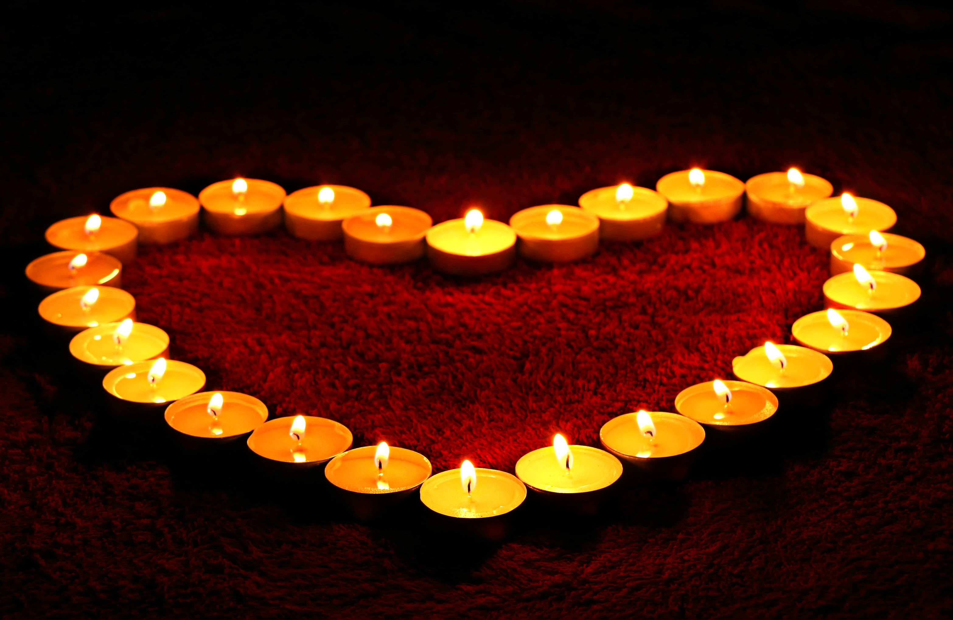 heart-shaped-candle-207997